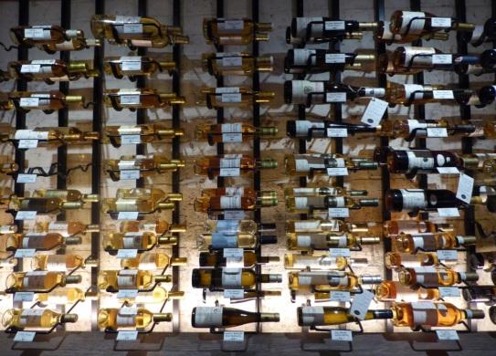 lyn wine shop 2